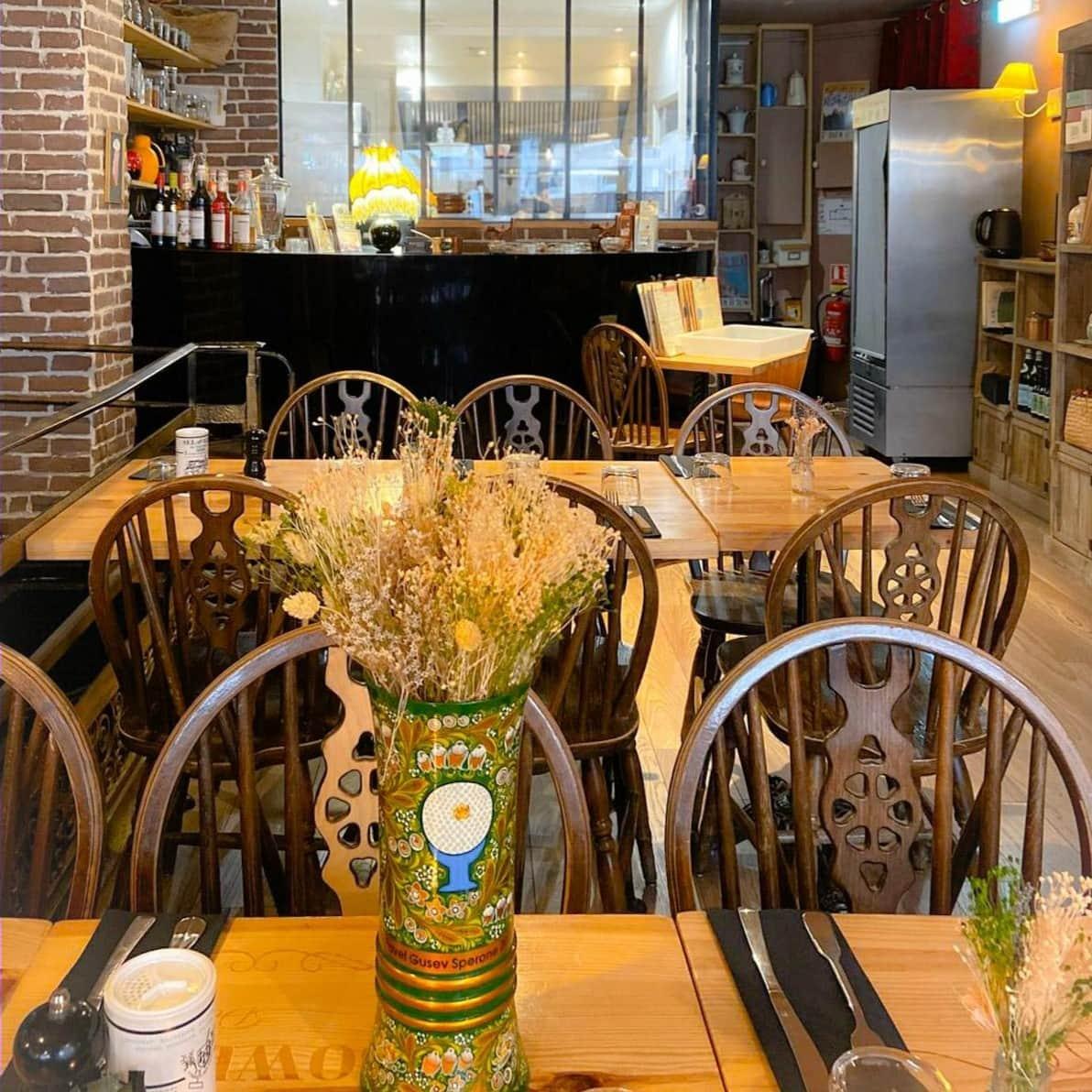 restaurant bowden's delicatessen saint-ouen