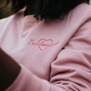SWEAT BANLIEUSARDE COEUR ROSE 1